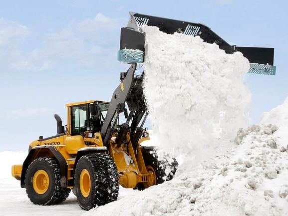 Уборка дорог от снега трактором