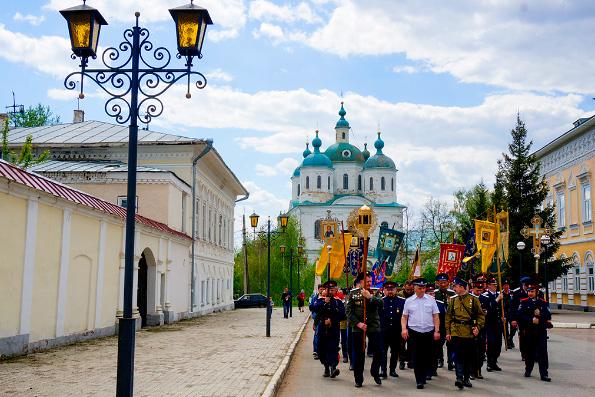 Госдума отклонила поправку о запрете крестных ходов без спецразрешения