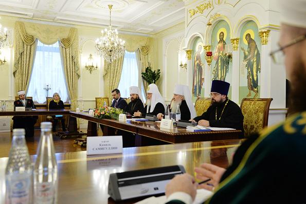 Патриарх Кирилл призвал конфессии России способствовать снижению числа абортов