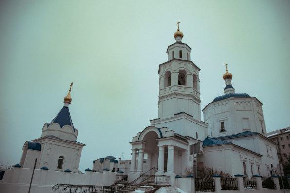 В Неделю 25-ю по Пятидесятнице митрополит Феофан совершил Литургию в казанском храме великомученицы Параскевы