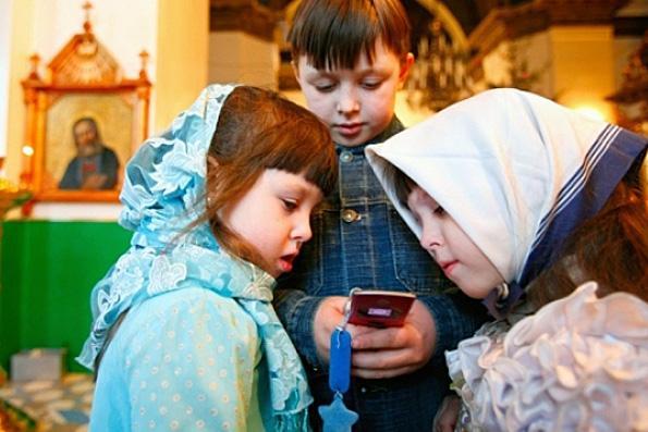 Протоиерей Всеволод Чаплин: в храмах, где идут богослужения, Wi-Fi не нужен