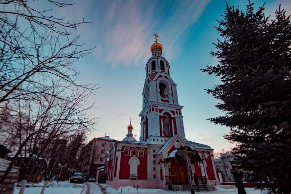 Литургию в престольный праздник Варваринского храма города Казани совершил глава Татарстанской митрополии