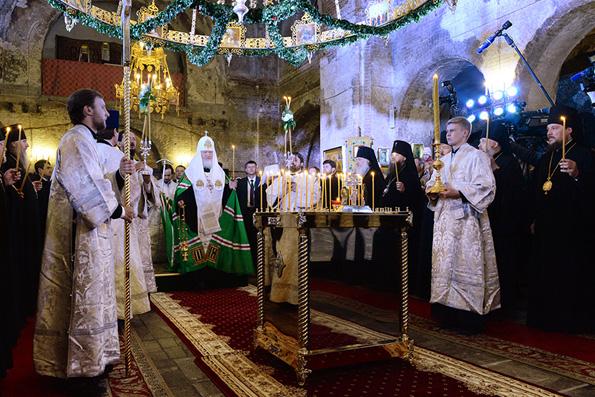 В годовщину начала войны Патриарх Кирилл помолился за упокой героев Брестской крепости