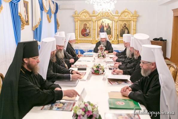 Священный Синод Украинской Православной Церкви: Не будем поддаваться на провокации