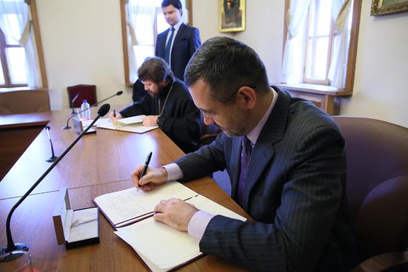Состоялось подписание Соглашения о сотрудничестве между Общецерковной аспирантурой и Синодальным информационным отделом