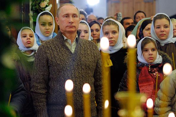 Путин на Рождество Христово побывал на богослужениив сельском храме, где были крещены его родители
