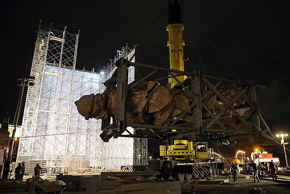 В Москве монтируют памятник равноапостольному князю Владимиру