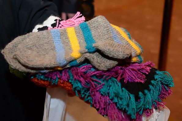«Бурановские бабушки» подарили патриарху Кириллу на день рождения теплые носки