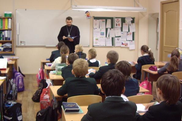 Новый школьный курс по православной культуре не будет обязательным, заявляют в РАО