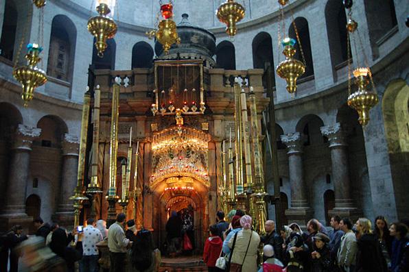 Гроб Господень через специальное окошко сможет увидеть каждый желающий