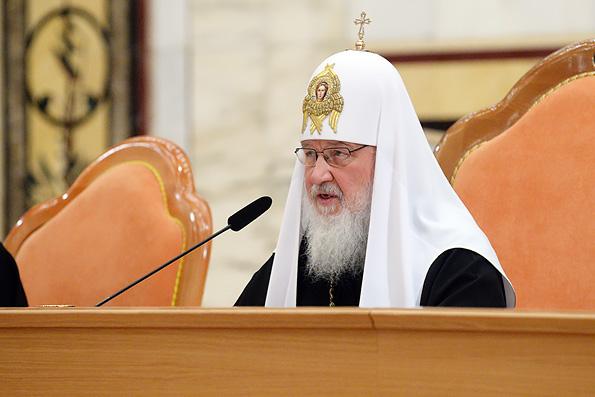 Пастырь должен твердо противостоять искушениям, возникающим в семейной жизни, — Патриарх Кирилл