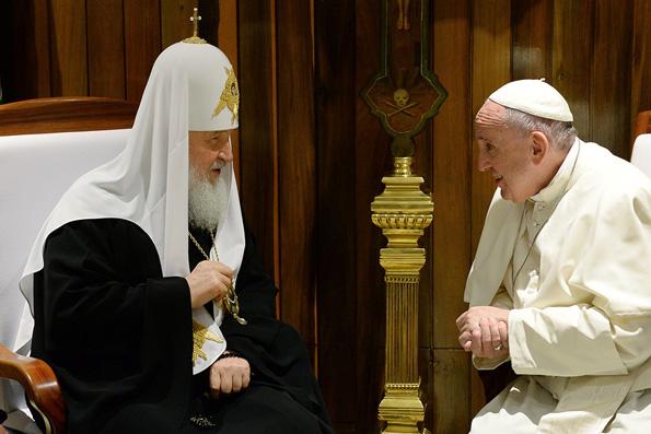 Патриарх Кирилл на встречу с Папой Римским надел особую панагию