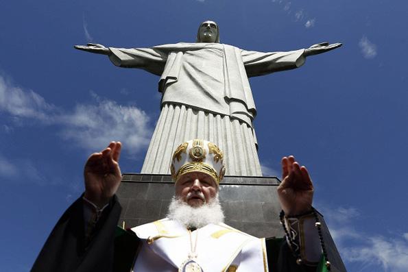 Патриарх Кирилл помолился на Корковаду о гонимых христианах мира