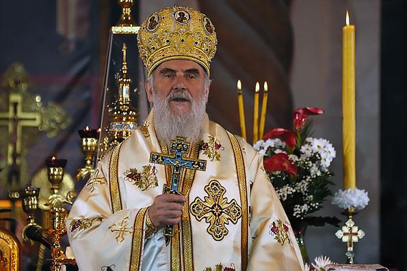 Сербский Патриарх просит Порошенко остановить захват храмов на Украине