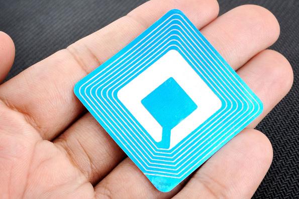 В Греции обеспокоены продвижением RFID-меток, дающих возможность следить за людьми