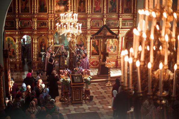 Литургией в Троицком соборе города Тетюши началось посещение митрополитом Феофаном Тетюшского благочиния Казанской епархии