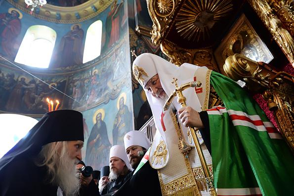 Патриарх Кирилл совершил молебен в Свято-Пантелеимоновом монастыре на Афоне