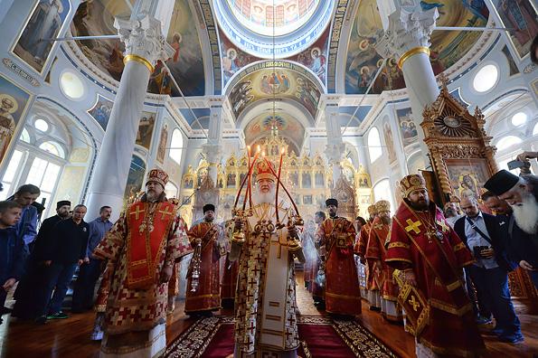 Патриарх Кирилл: Церковь помогает разным народам, не получая выгоды
