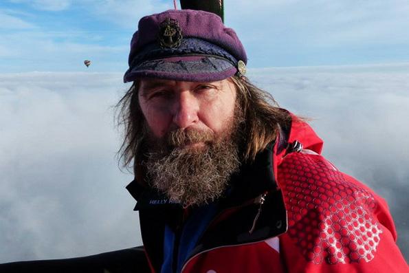 Священник Федор Конюхов совершит кругосветный полет на воздушном шаре с крестом-мощевиком