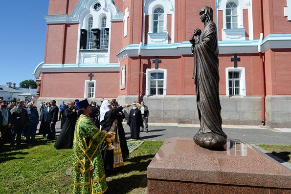 Патриарх Кирилл освятил трехметровый образ Валаамской Богоматери