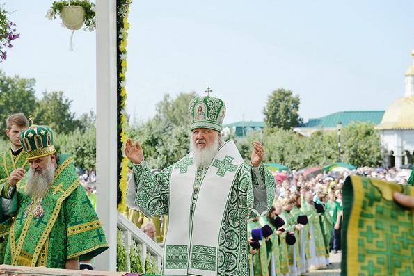 Патриарх заложил храм на месте погребения Серафима Саровского