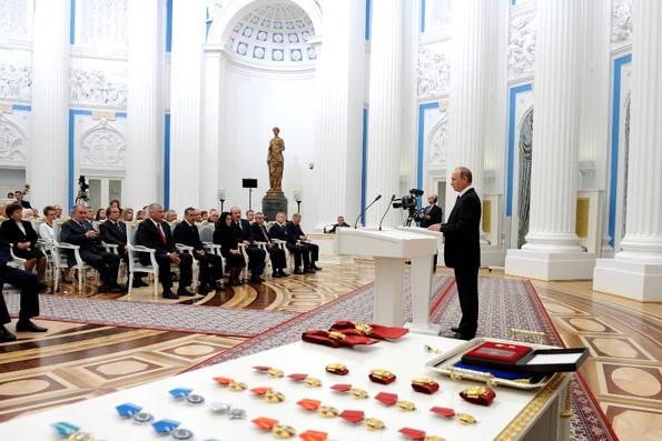 Владимир Путин наградил митрополита Ювеналия и митрополита Илариона