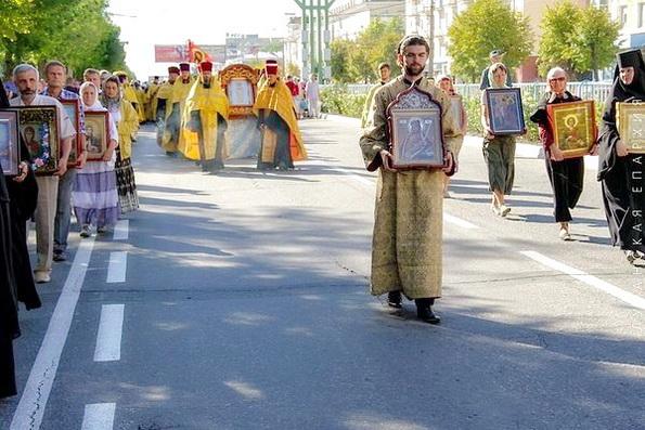 Луганск отметил свой день Рождения крестным ходом