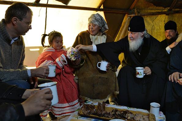 Патриарх Кирилл подарил чукотским оленеводам Евангелие