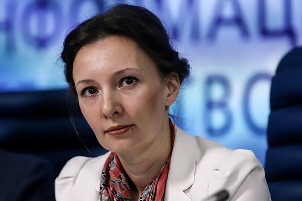 Новым детским омбудсменом стала жена священника и мать шестерых детей Анна Кузнецова