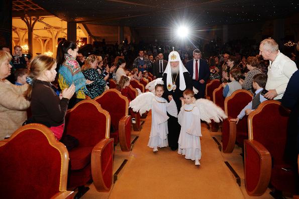 В праздник Рождества Христова Патриарх Кирилл призвал детей учиться делать добро