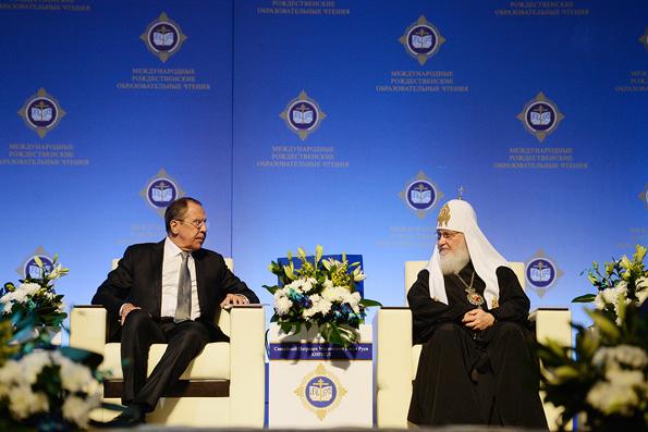 Российские дипломаты сегодня — на передовой реального и духовного фронта, считает патриарх