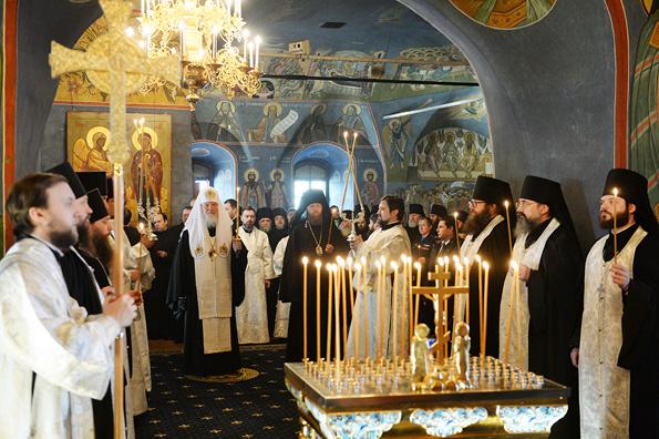 Патриарх Кирилл совершил литию по жертвам крушения ТУ-154