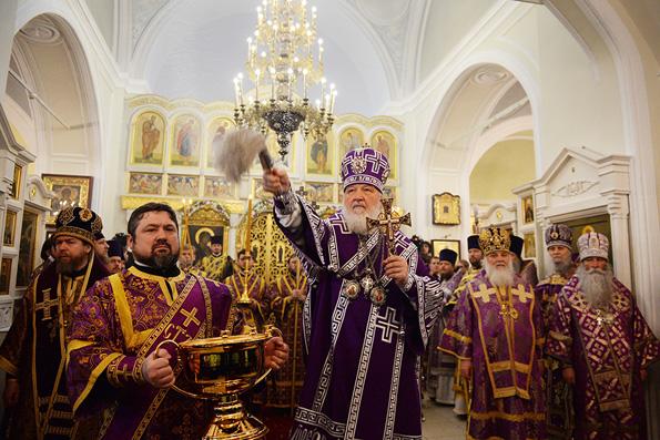 Патриарх Кирилл освятил возрожденный храм XV века на Сивцевом Вражке
