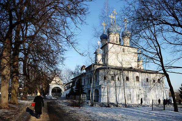 Патриарх Кирилл помолился о жертвах революции и Гражданской войны