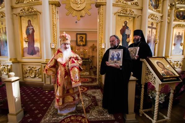 В Неделю о самаряныне митрополит Феофан совершил Литургию в Богородицком монастыре Казани