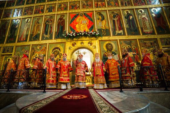 В Неделю 6-ю по Пасхе в Казанском кремле состоялось торжественное богослужение по случаю 70-летия митрополита Феофана