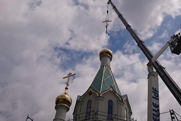 На первый русский храм в Страсбурге установили крест