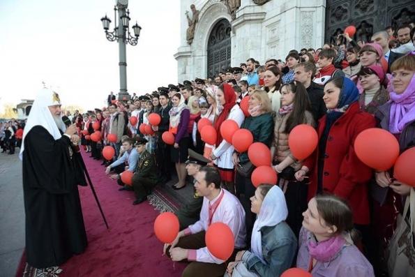 Патриарх Кирилл призвал священников идти к молодежи